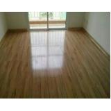 instalação de piso laminado brilhante